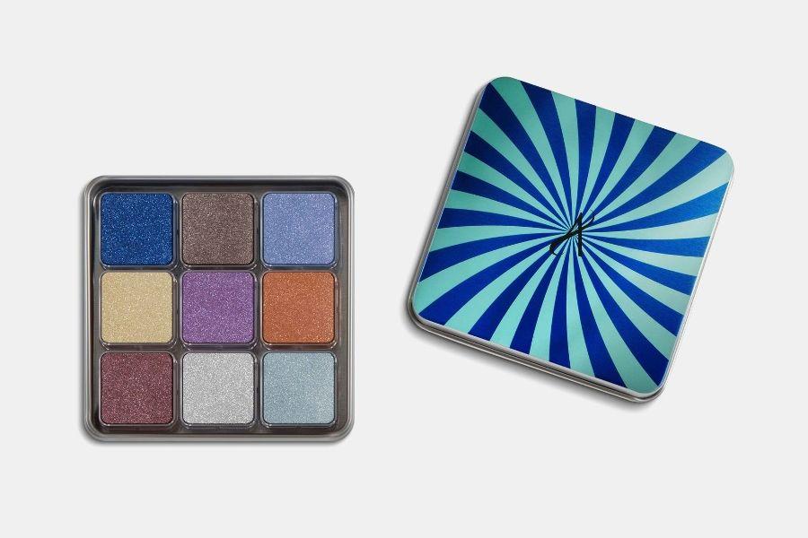 Палетка мерцающих теней для век в форме кубиков в девяти оттенках Artistry Signature Color из коллекции Artistry Candy Box, цена: от 4610 руб.